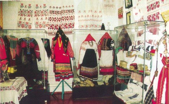 народных костюмов и