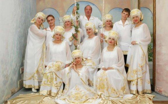 Народным ансамблем русской