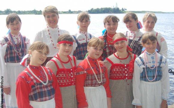 Слушая русские народные песни